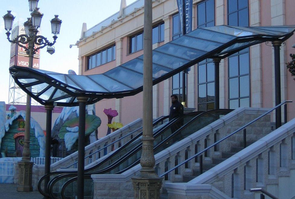 centro comercial plaza norte 2 escalera entrada principal - generalplan